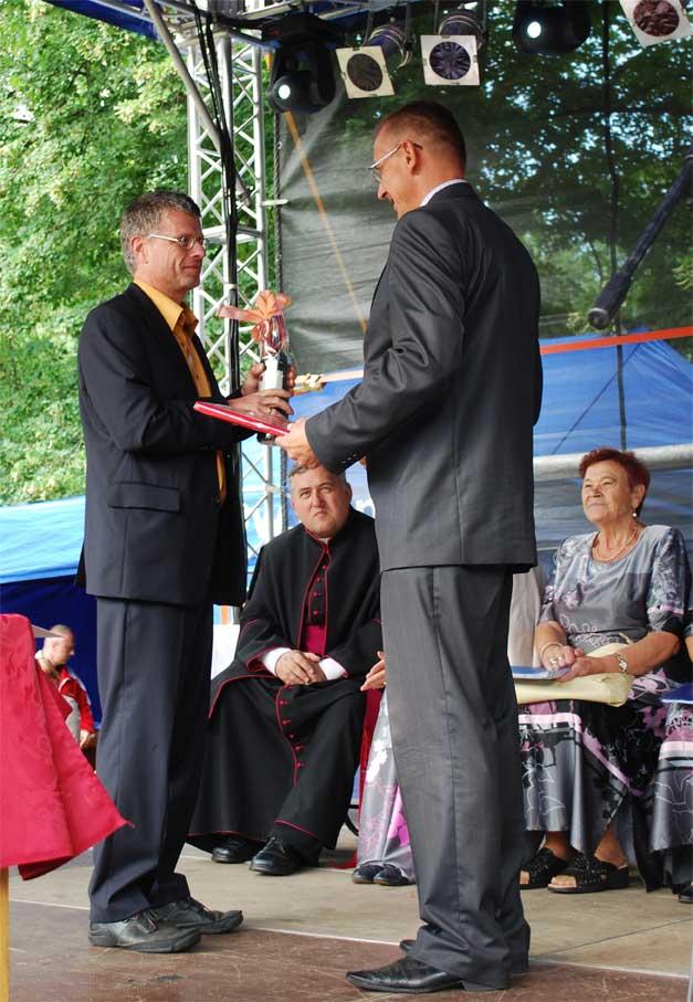 Begrüßung von Bürgermeister Bernd Speer (links) durch seinen polnischen Amtskollegen Stanisław Kozłowski. (Foto: Burkhard Fritz)