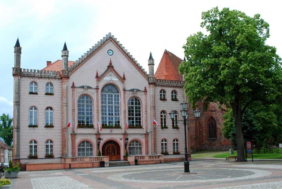 Rathaus in Ośno Lubuskie, der polnischen Partnergemeinde von Eichwalde.
