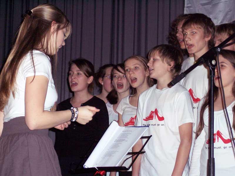 Der Chor ist bei Ten Sing ein wichtiges musikalisches Element der Show. (Foto: jl)