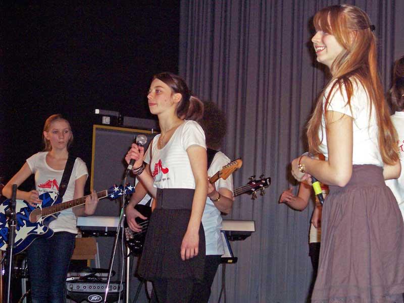 Yara und Svenja singen Upside Down. (Foto: jl)