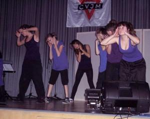 Tanzeinlagen bei der Ten Sing-Show in Zeuthen. (Foto: jl)