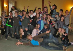 Spaß an der eigenen Kreativität haben die Jugendlichen der Ten Sing-Gruppe Zeuthen. (Foto: Christine Kaulbarsch)