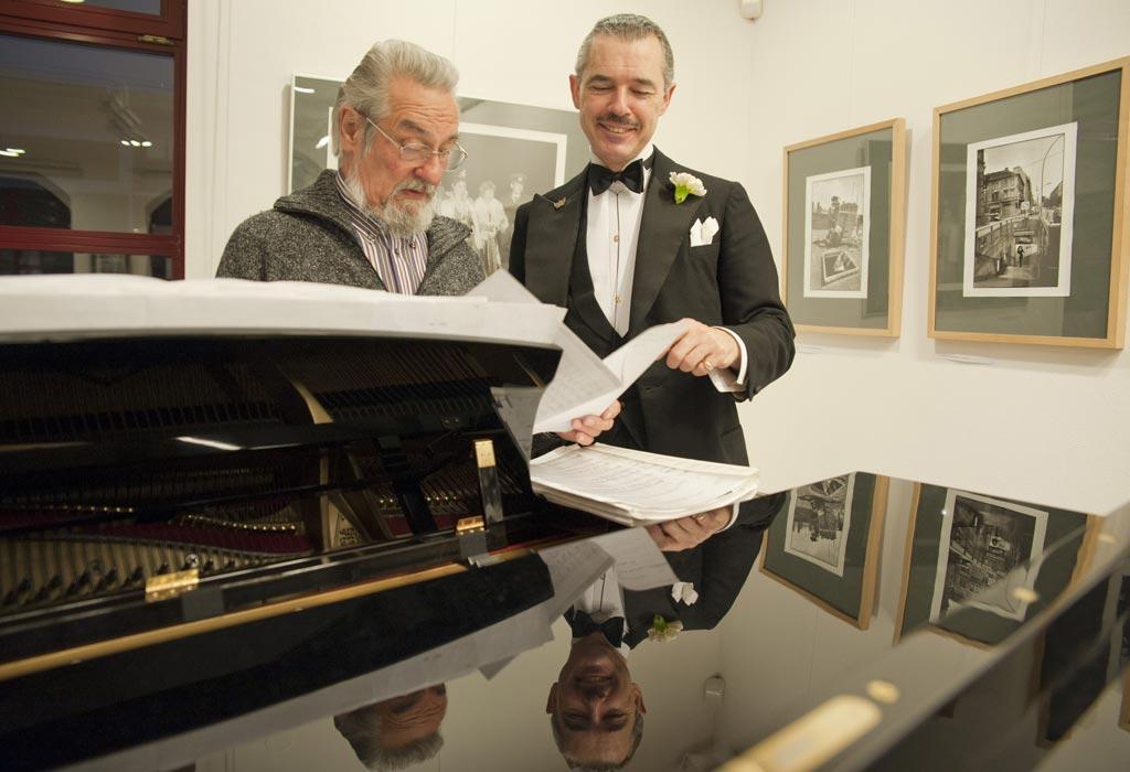 Henry de Winter (rechts), begleitet von Jürgen Pfeiffer am Piano. (Foto: Rolf Zöllner)