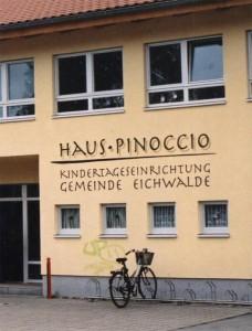 """Kita Pinoccio. Der Schreibfehler im Namen stört die Eltern nicht. Sie wollen kein Geld für das fehlende """"H"""" ausgeben. (Foto: Buschek)"""