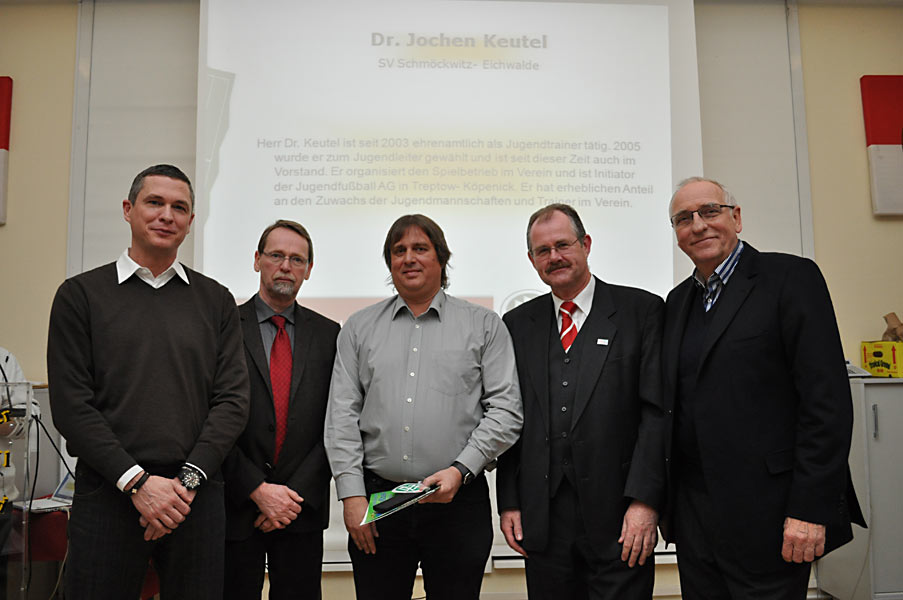 DFB-Auszeichnung für Jochen Keutel, Jugendtrainer beim SV Schmöckwitz-Eichwalde (Foto: Kevin Langner, BFV)