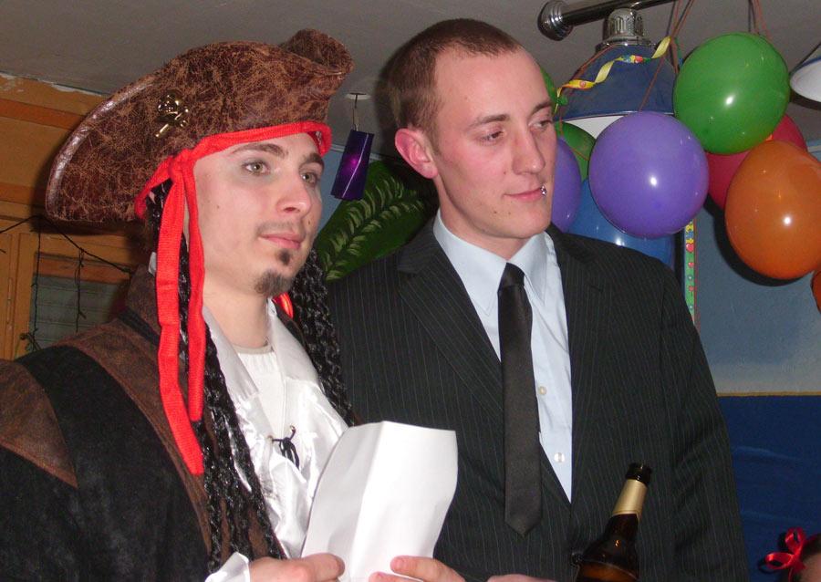 Rainer und Matti halten eine Büttenrede. (Foto: Jörg Levermann)
