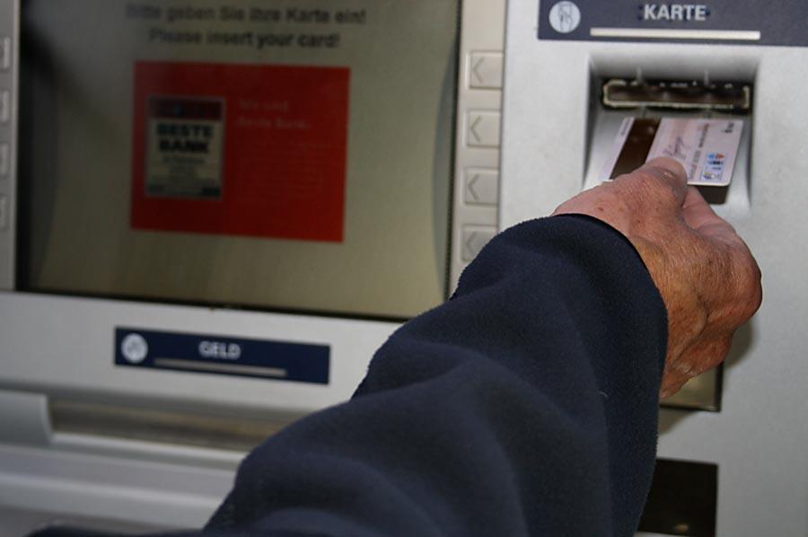 Geldautomat der Sparkasse. (Foto: Jörg Levermann)
