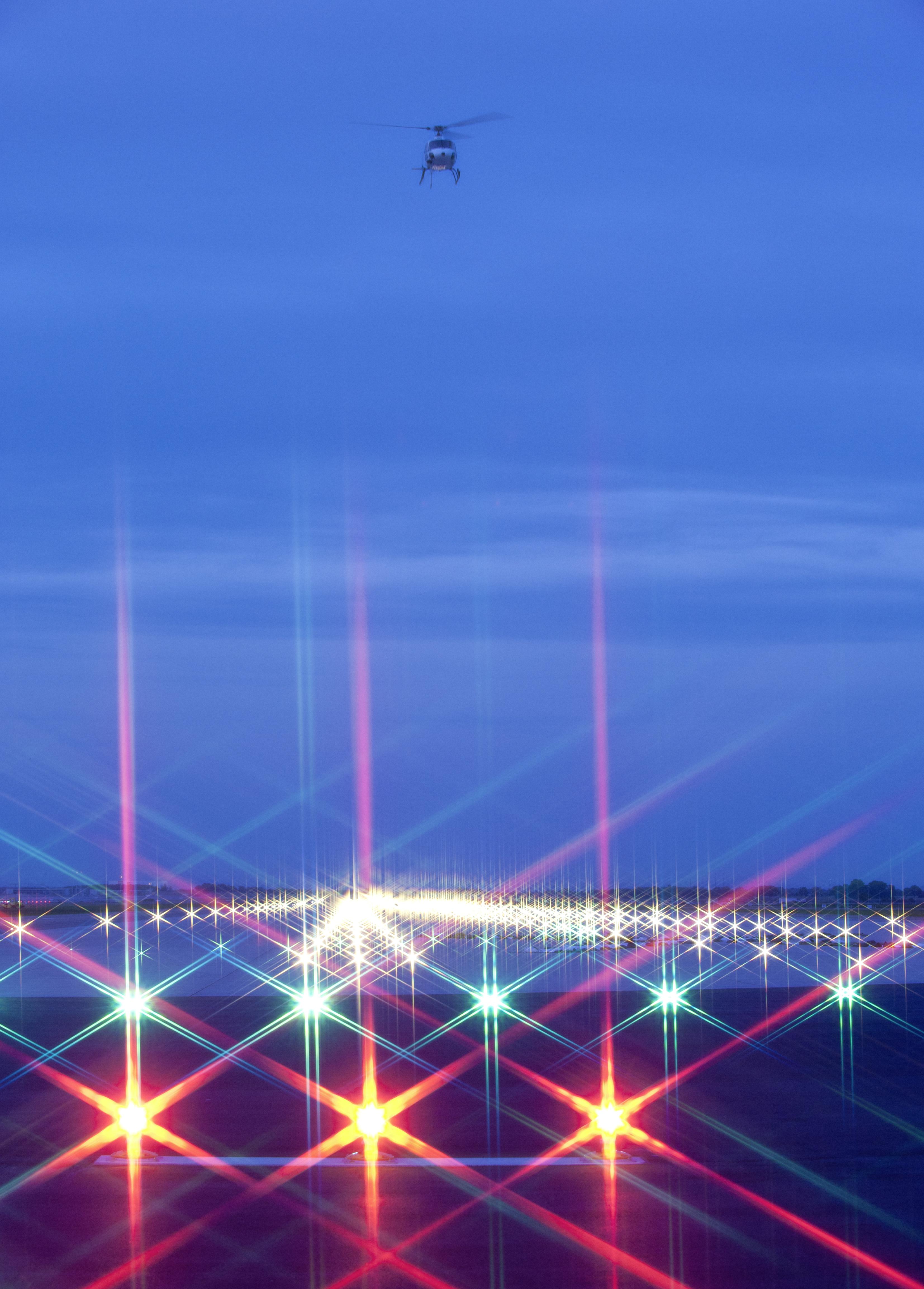 Großer Meilenstein für den neuen Flughafen Berlin Brandenburg International BBI: Heute absolvierten die Berliner Flughäfen erfolgreich die abschließenden Beleuchtungstests auf der künftigen Start- und Landebahn Süd. (Foto: Günter Wicker)