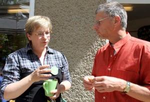 Vorstandsmitglied Hendrikje Lehmann im Gespräch mit Eichwaldes Bürgermeister Bernd Speer. (Foto: Mathias Hausding)