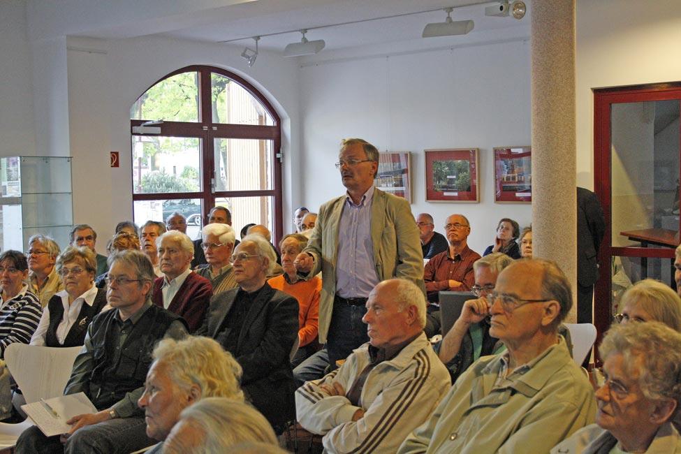 Michael Braun informierte über die Nachkriegsgeschichte der S-Bahnlinie von Grünau nach Königs Wusterhausen. (Foto: Jörg Levermann)