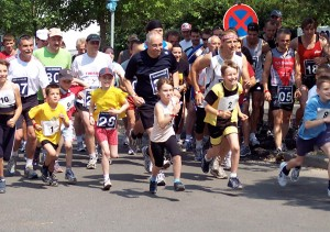 Immer mehr Laufbegeisterte, wie hier beim Rosenlauf 2007, machen bei Volkskäufen mit. (Foto: Jörg Levermann)