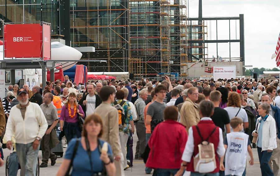 Zehntausende besuchten BER-Baustelle. (Foto: Christian Kruppa, Berliner Flughäfen)