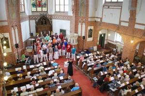 Der Auftritt des Eichwalder Chors mehr forte war ein echtes Heimspiel. (Foto: Burkhard Fritz)