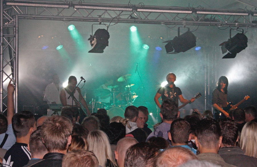 Das Programm von Six bestand aus Cover-Songs aber auch aus eigene Stücken. (Foto: Jörg Levermann)