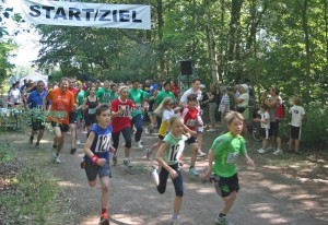 Start zum ersten Uferbahnlauf in Grünau. (Foto: Peer Hauschild, Initiative Pro Uferbahn)