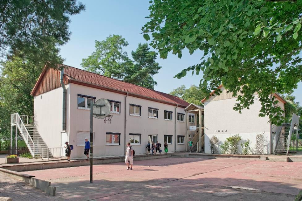 """Der Schallschutz in der Oberschule """"Villa Elisabeth"""" in Eichwalde wurde in den Sommerferien fertiggestellt. (Foto: Günter Wicker / Ligatur, Berliner Flughäfen)"""