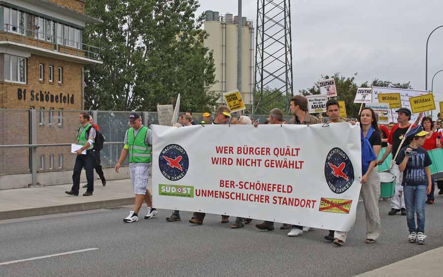 Protestmarsch zum Flughafen Schönefeld. (Foto: Jörg Levermann)