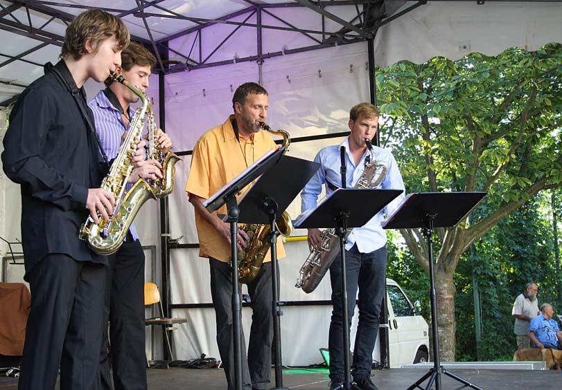 Das Saxophonquartett der Paul-Dessau-Gesamtschule aus Zeuthen spielte Jazz und Swing. (Foto: Jörg Levermann)