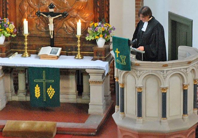Astrid Pieper wurde als zweite Pfarrerin des Sprengels Eichwalde-Miersdorf-Schmöckwitz in ihr Amt eingeführt. (Foto: Peter Schneider)