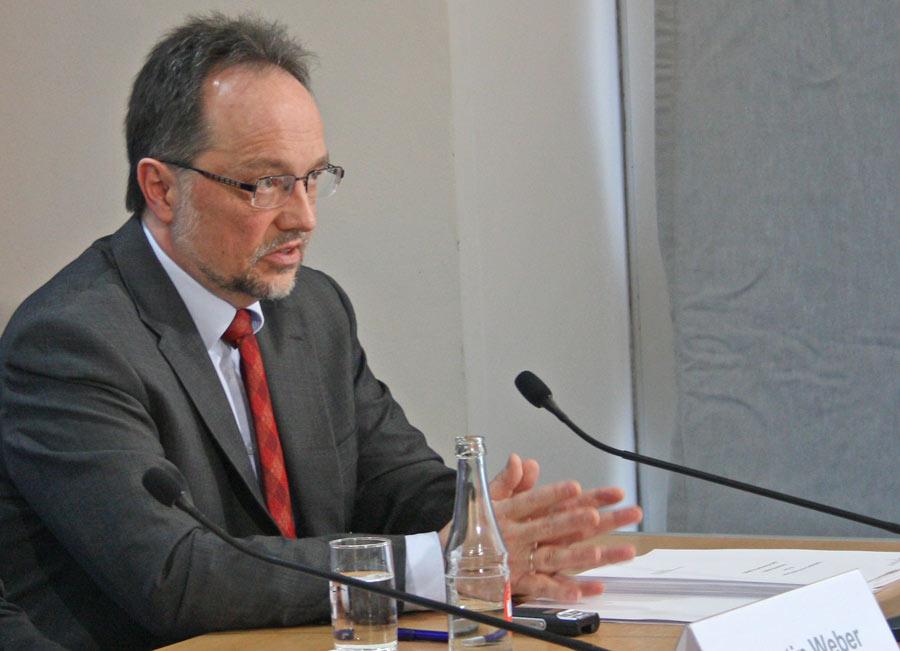BAF-Direktor Nikolaus Herrmann, erläuterte, welche Argumente bei der Abwägung bei bei der Flugroute über den Müggelsee eine Rolle spielten. (Foto: Julius Roßa)