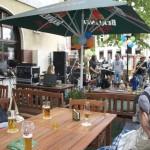 Party-Spaß am Herrentag im Biergarten am S-Bahnhof. (Foto: Jörg Levermann)