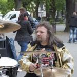Ervin Koncz am Schlagzeug. (Foto: Jörg Levermann)
