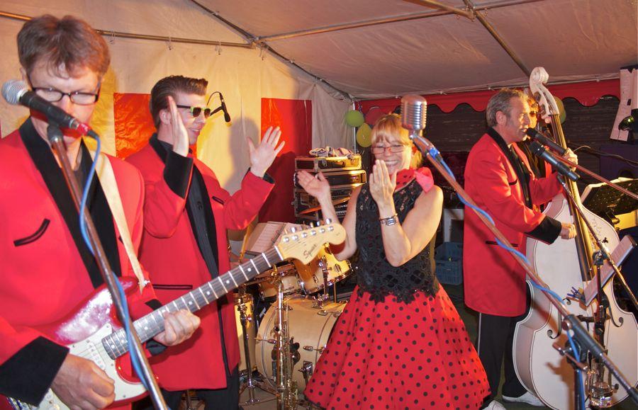 Songs von Bill Haley, Fats Domino und vielen anderen bekannten Rock 'n Rollern standen bei den Berlin Rock 'n Rollers auf dem Programm. (Foto: Jörg Levermann)