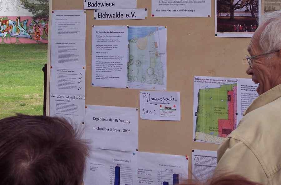 Bereits im Jahr 2006 präsentierte der Badewiesenverein Ideen, was mit dem Nachbargrundstück passieren soll. (Foto: Jörg Levermann)