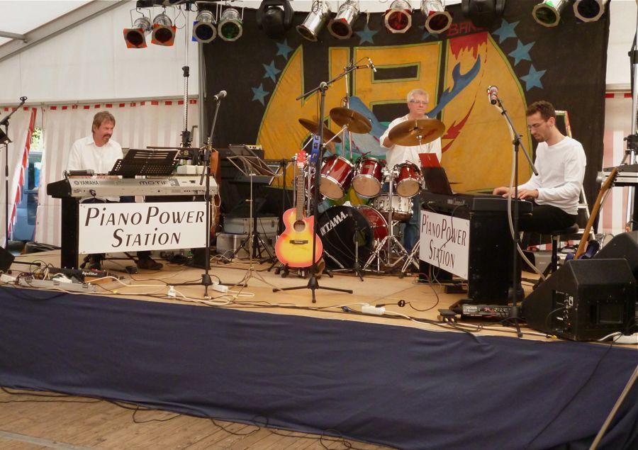 Piano Power Station spielten am frühen Samstag Abend im Festzelt unter anderem ihre Boogie-Version von America aus dem Musical Westside-Story. (Foto: Jörg Levermann)