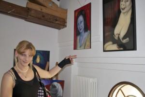 Tina Harmuth aus Eichwalde zeigte ihre Werke im Rahmen der Jugendkunstausstellung im Jugendhaus Königsstadt. (Foto: Jörg Levermann)