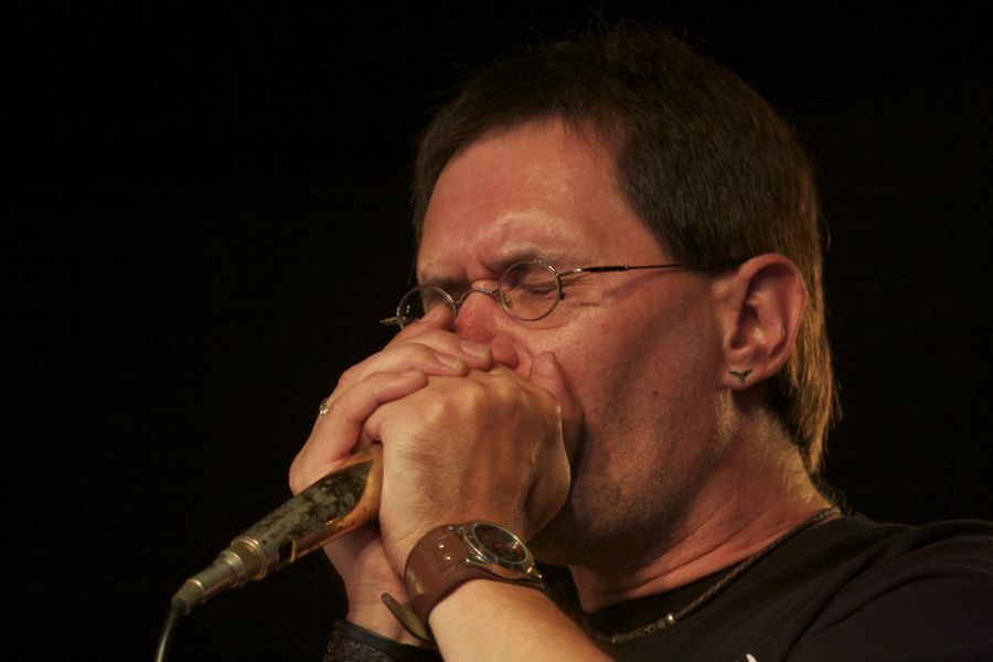 Steffen (Speiche) Neumann an der Bluesharp. (Foto: Jörg Levermann)