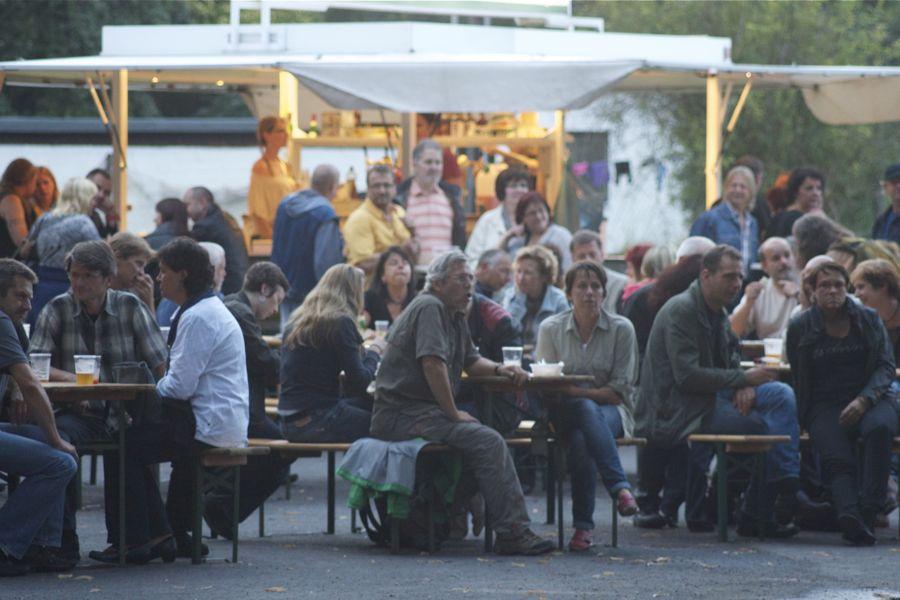 Eine entspannte Atmosphäre herrschte am Freitag Abend beim Blues Open Air-Festival in Niederlehme. (Foto: Jörg Levermann)