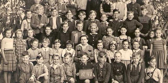 Klasse 4b im Jahr 1953 an der Grundschule Eichwalde. (Foto: Burkhardsmaier)