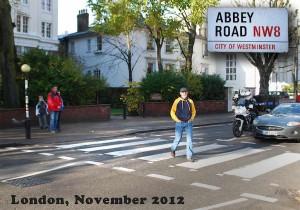 Burkhard Fritz ließ sich vergangene Woche in London beim Gang über den legendären Zebrastreifen der Abbey Road für das Konzert in Schmöckwitz inspirieren. (Foto: Peter Schneider)