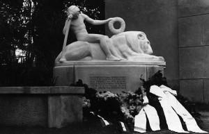 Das Denkmal an der Dorfkirche in Schmöckwitz erinnert an die Gefallenen des ersten Weltkriegs. Ers kürzlich wurden die Restaurierungsarbeiten abgeschlossen. (Foto: Archiv)