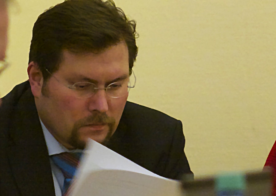Kämmerer Michael Launicke legte vergangenen Dienstag den überarbeiteten Haushaltsentwurf für 2013 vor. (Foto: Jörg Levermann)