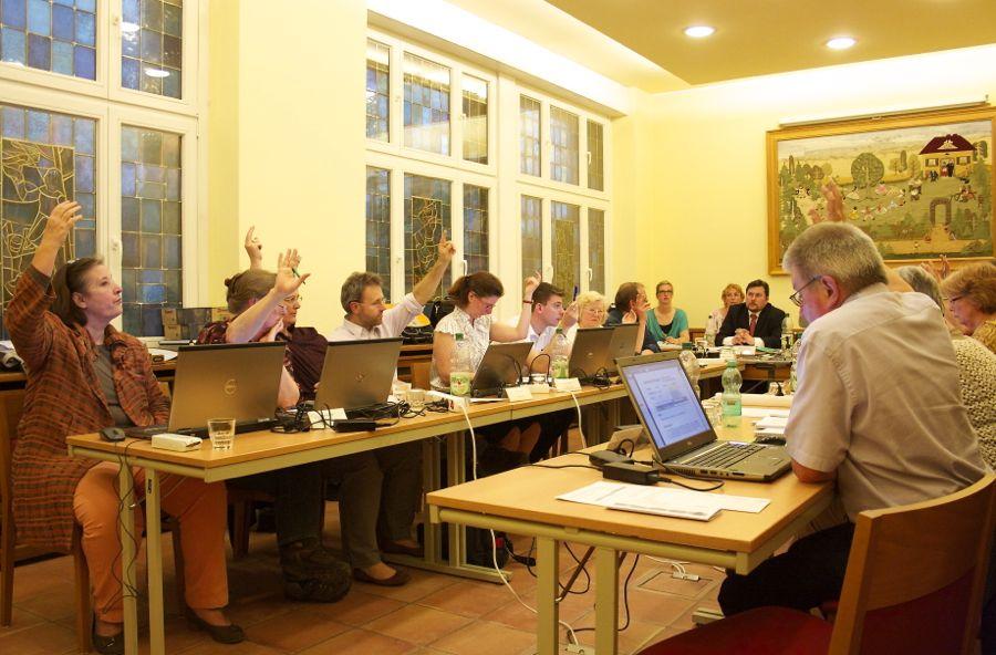 Mit nur einer Gegenstimme votierten die Abgeordneten der Gemeindevertretung für die Aufstellung eines Bebauungsplans für das Seegrundstück Lindenstraße 4. (Foto: Jörg Levermann)