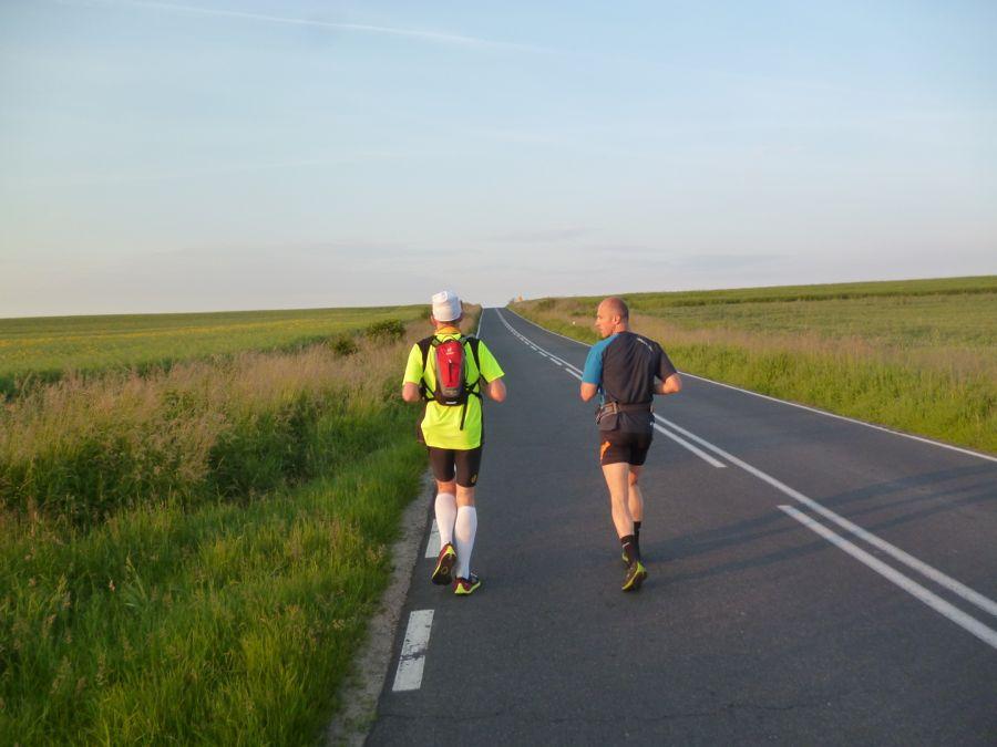 Auch in Polen gibt es weite Landschaften. Nur selten begegnete den Langstreckenläufern ein Auto. (Foto: Jörg Levermann)