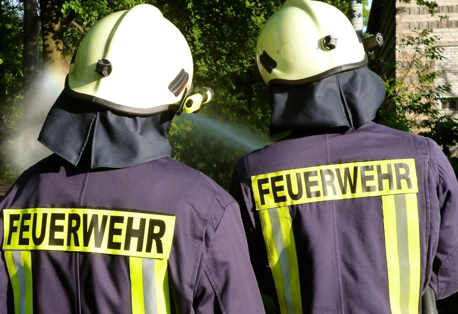 Jeden Donnerstag ab 19 Uhr bereiten sich die Kameradinnen und Kameraden der Freiwilligen Feuerwehr Eichwalde auf den Ernstfall vor. Seit gestern sind neun von ihnen in Südbrandenburg im Einsatz. (Foto: Jörg Levermann)