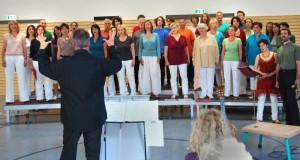 """Auch der Chor """"mehr forte"""" singt wieder zum Rosenfest in der evangelischen Kirche. (Foto: Burkhard Fritz)"""