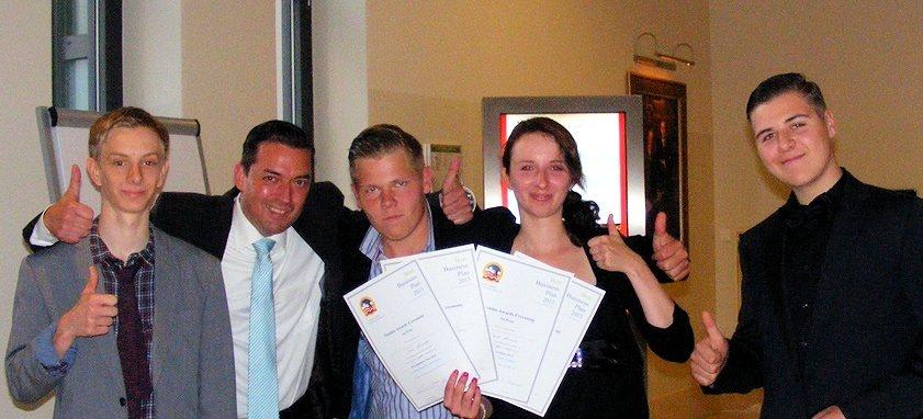 Mit großem Ehrgeiz arbeiteten Annkathrin Böhm, Peter Rogalski, Marc Aurich und Tom Winkler an ihrem Businessplan, mit dem sie den 1. Platz erzielten. (Foto: Andreas Scheibe)