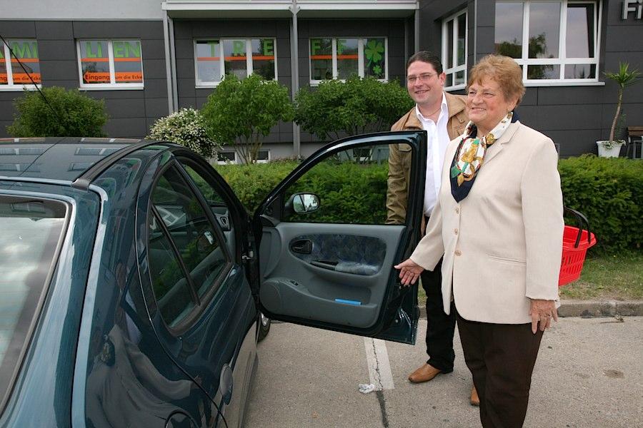 Neben Fahrdiensten bietet Karsten Krüger auch kleine Hilfen im Alltag. (Foto: Marion Bark)