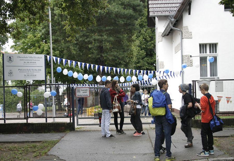 Schülerinnen und Schüler der Oberschule Villa Elisabeth feierten gemeinsam mit Eltern und Lehrern das fünfjährige Bestehen ihrer Schule. (Foto: Jörg Levermanne)