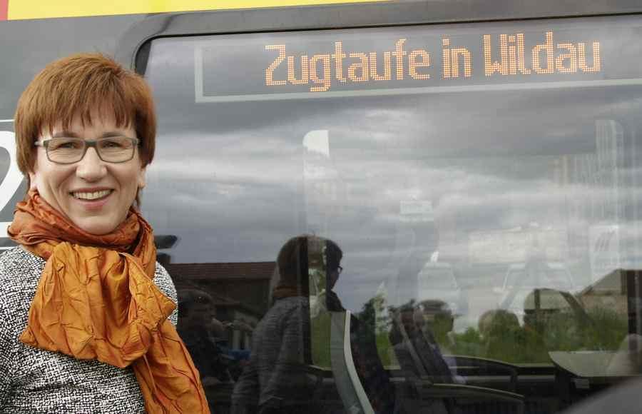 Staatssekretärin Katrin Schneider taufte heute in Wildau einen nagelneuen Triebzug vom Typ Talent 2 auf den Namen Stadt Wildau. (Foto: Jörg Levermann)