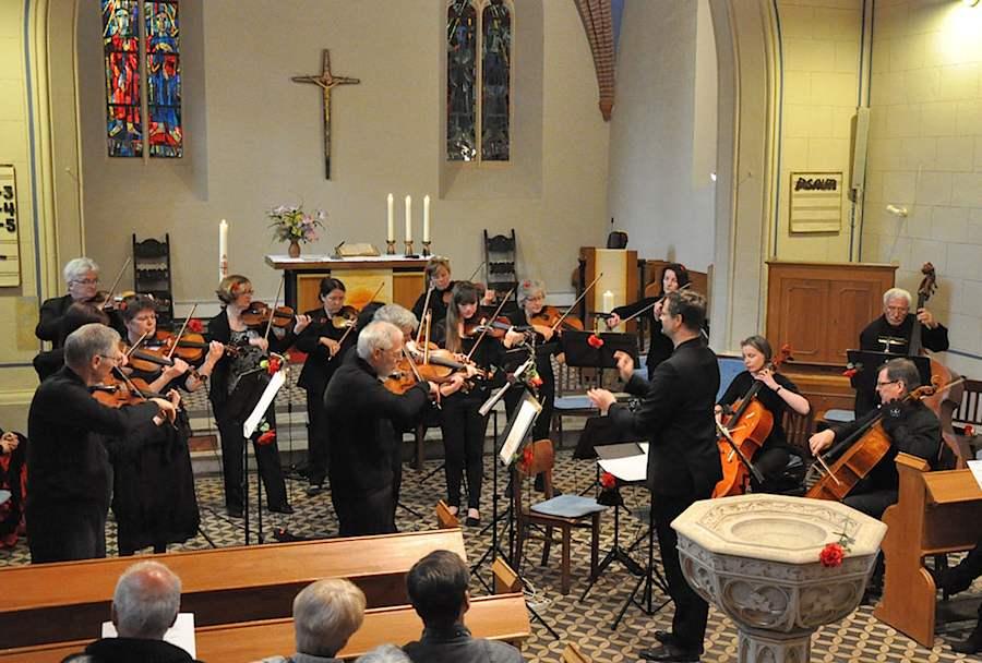 Das Schmöckwitzer Kammerorchester spielt am 25. Mai 2014 erneut in der evangelischen Kirche in Eichwalde (Foto: Henri Nieke)