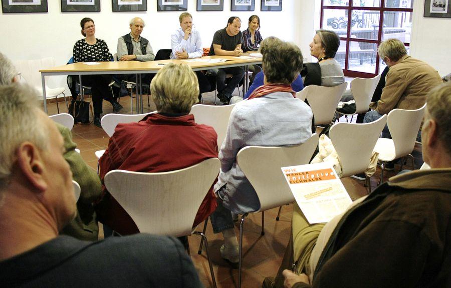 Vergangenen Dienstag stellten sich die Kandidatinnen und Kandidaten der Wähler-Initiative Eichwalde vor. (Foto: Jörg Levermann)
