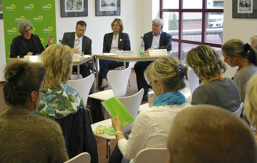 Nur wenige Interessierte kamen zur Podiumsdiskussion über die pädagogische Qualität von KiTa-Einrichtungen in die Alte Feuerwache. (Foto: Jörg Levermann)