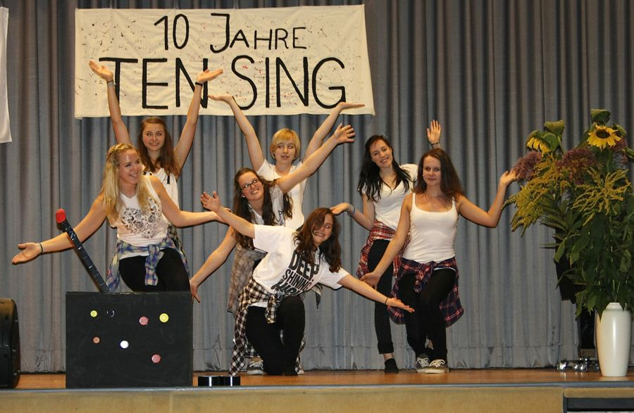 Kostproben aus ihren Shows der vergangenen zehn Jahre zeigte Ten Sing Zeuthen am Samstag in der Mehrzweckhalle. (Foto: Jörg Levermann)