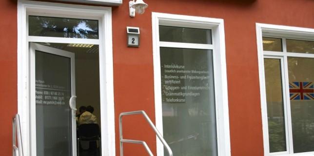 Im neuen Domizil: Englisch Zentrum Zeuthen eröffnete neue Schulungsräume in der Delmenhorster Straße 2, ganz in der Nähe des Bahnhofs. (Foto: Jörg Levermann)