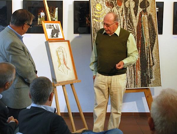 Klaus Schädel, Autor der Broschüre über den Mosaizisten Heinrich Jungebloedt, erläuterte die Technik des Kunsthandwerks. (Foto: buschek)